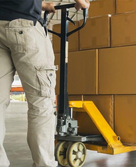 matériel de manutention pour stocker des cartons
