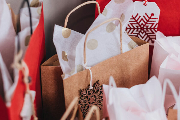 stocker les cadeaux de noël dans un garde-meubles