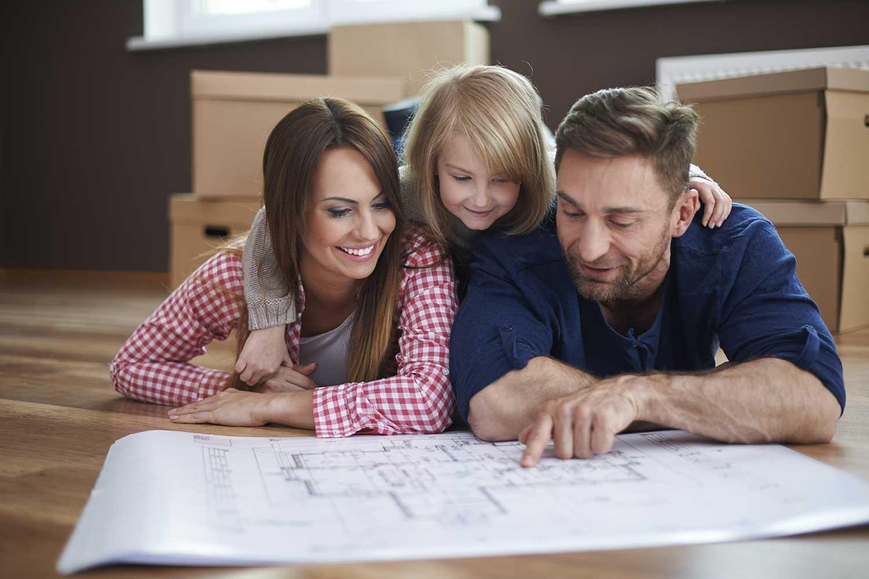 famille qui prépare son déménagement longue distance